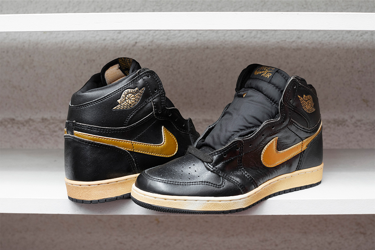 Air Jordan I Black Gold Patent model(A fake)